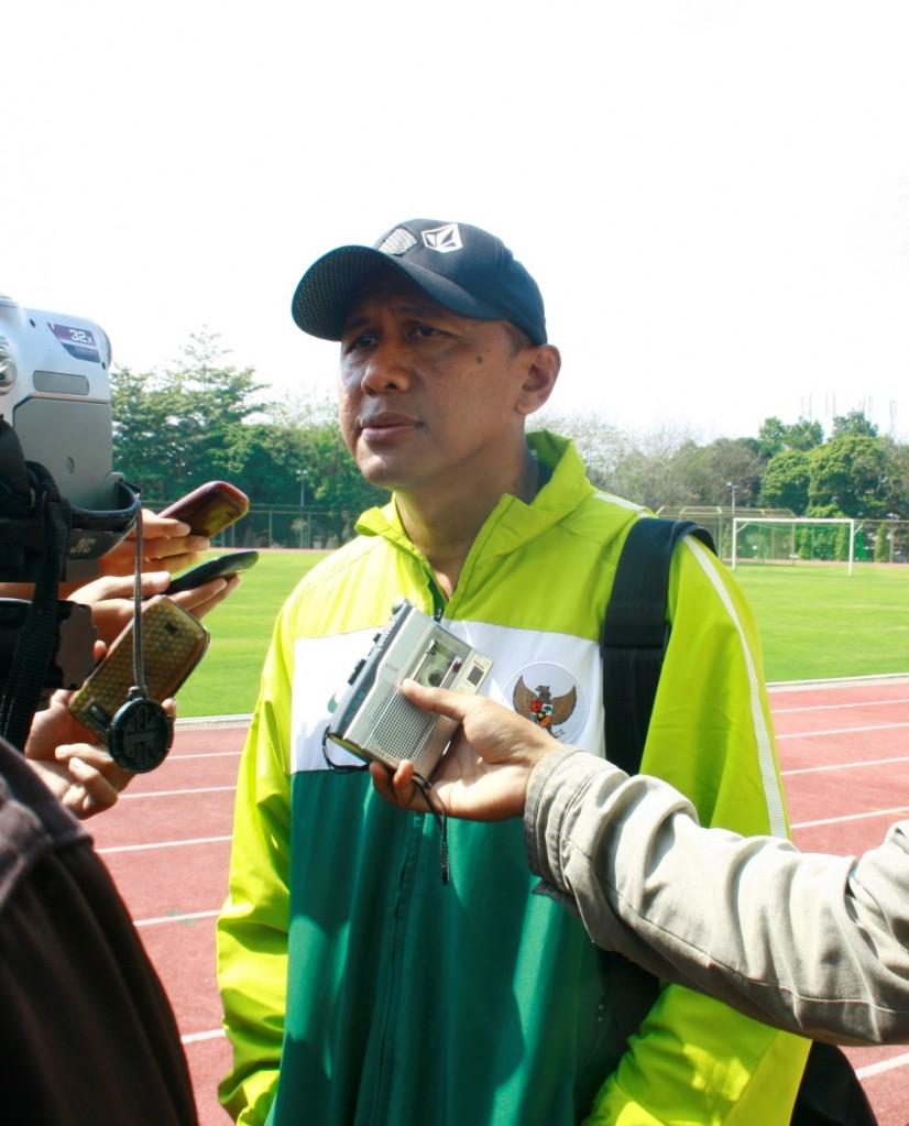 Rahmad Darmawan (Pelatih timnas Indonesia U-23) saat memberikan keterangan seusai latihan. (Rizal/EKSPRESI)