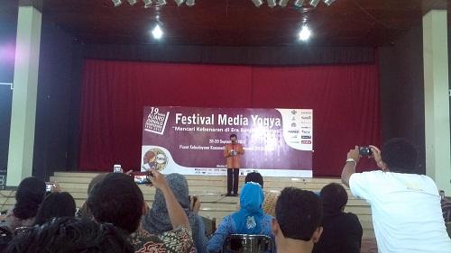 Sultan dalam sambutannya membuka acara festival media
