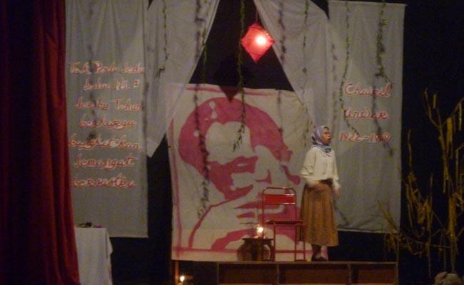 Senin (28/9), penampilan Unstrat dalam Acara Haul Charil Anwar di Lab. Karawitan.