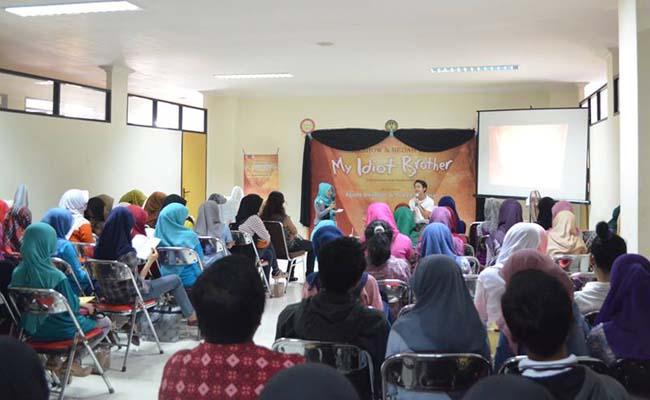 Minggu (14/9), Acara talkshow dan bedah buku yang dilaksanakan di Student Center lantai dua.