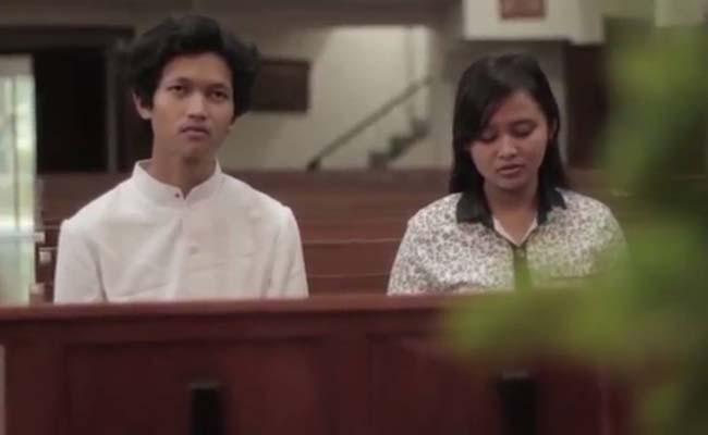 Salah satu adegan film dalam Cinta Untuk-Nya karya Didik Sudarsana