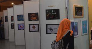 Berbagai poster dari peserta lomba yang diselenggarakan oleh Ilmu Komunikasi UIN dipamerkan di Convention Hall lantai 1 UIN Sunan Kalijaga pada Kamis (26/05).