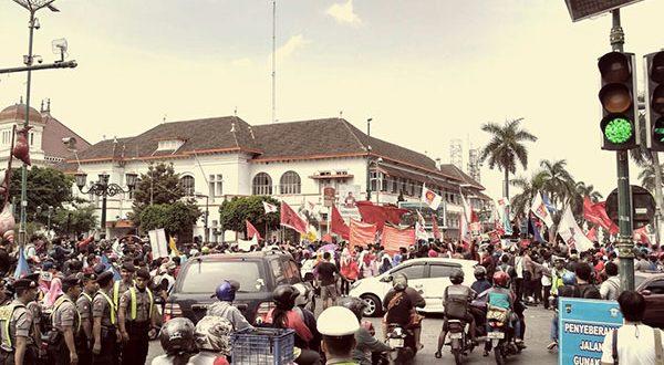 Aksi May Day yang dilakukan Aliansi Rakyat Pekerja Yogyakarta di kawasan Nol Kilometer Yogyakarta (1/5). Dokumen ArahJuang.com