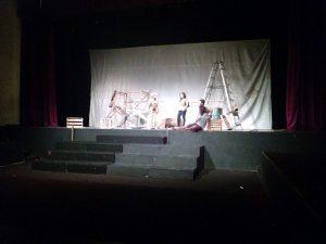 Pementasan teater Mega-Mega oleh ahasiswa Jurusan Sastra Indonesia Universitas Negeri Malang, di Stage Tari, FBS. Foto oleh Prima.