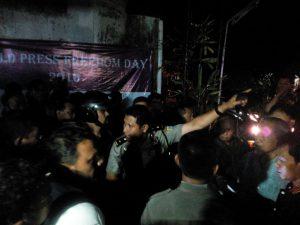 Sigit Haryadi memaksa panitia membubarkan acara di nonton bareng dan diskusi film Pulau Buru Tanah Air Beta pada Selasa (3/5) di Kantor AJI Yogyakarta