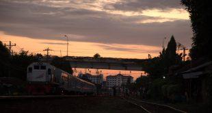 Pemandangan di daerah Jembatan Layang Lempuyangan di sore hari.