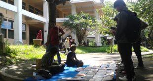 Komunitas Rakyat Sastra tetap akan melawan dengan Perpustakaan Jalanan. Foto: Imam/EKSPRESI